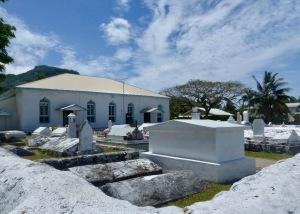 raro-church-and-cemetery