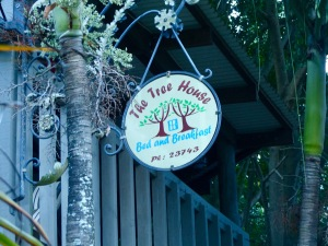 tree-house-sign